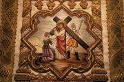 Passió - Veronika kendőt nyújt Jézusnak. Miseruha részlete (fotó:                         Legeza Dénes István)