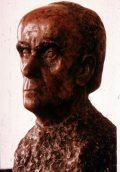 Kassák Lajos szobra (A Kassák Lajos c. diafilm részlete)