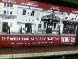 Színházi plakát a londoni metróban (Anglia) (fotó: Bánkeszi Katalin)