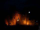 A Tower titokzatos esti megvilágításban (London, Anglia) (fotó: Bánkeszi Katalin)