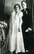 Dsida Jenő menyasszonyával, Imbery Melindával – A Petőfi Irodalmi Múzeum fotótárának tulajdona (fotó: ismeretlen szerző)