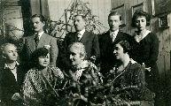 Dsida Jenő családja körében, Kolozsvár 1931. január 1. – A Petőfi Irodalmi Múzeum fotótárának tulajdona (fotó: ismeretlen szerző)
