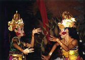 Bali táncosnők(fotó: Konkoly-Thege György)
