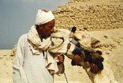Teve és gazdája (Egyiptom)(fotó: Konkoly-Thege                         György)