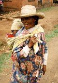 Madagaszkári anya gyermekével(fotó: Konkoly-Thege                         György)
