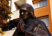 Teréz anya szobrának részlete Makedóniában(Fotó: Konkoly-Thege György)
