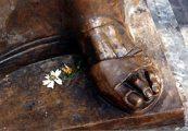 Nyomában járni - Teréz anya szobrának részlete Makedóniában(Fotó: Konkoly-Thege György)