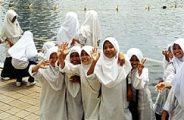 Malajziai kislányok (Kuala Lumpur)(fotó: Konkoly-Thege                         György)