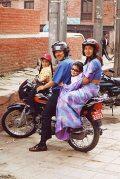 Nepáli család(fotó: Konkoly-Thege György)