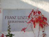 Emléktábla Liszt Ferenc szülőházánál Raidingban (Fotó: Vimola Ágnes)