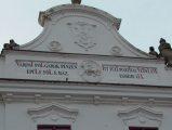 Tűzoltó fecskendőház oromzata Veszprémben (fotó: Vimola Ágnes