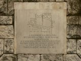 Emléktábla az egykori Logod község Szent Lázár lovagrendi templomának helyén (fotó: Vimola Ágnes)
