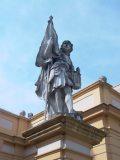 Szent Kálmán szobra a melki apátság bejáratánál (fotó: Vimola Ágnes)