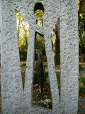 Kosztolányi Dezső síremlékének részlete (Ösze András) (fotó: Perdy-Fazakas Brigitte)