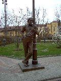 Szabó Lőrinc szobra Debrecenben, a főtéren (fotó: Sudár Annamária)