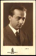 Illyés Gyula – a Nyugat-barátok Köre fotósorozata, 1931 - Országos Széchényi Könyvtár (fotó: Rónai Dénes)