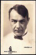 Kosztolányi Dezső – a Nyugat-barátok Köre fotósorozata, 1931 - Országos Széchényi Könyvtár (fotó: Rónai Dénes)
