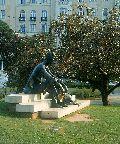 """""""A Dunánál"""" (József Attila szobor)(fotó: Bánkeszi Katalin)"""