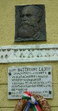 gróf Batthyány Lajos dombormű és emléktábla Sárváron (fotó: Őszik Antal)